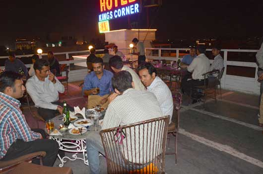 hotel with bar and restaurant in jaipur